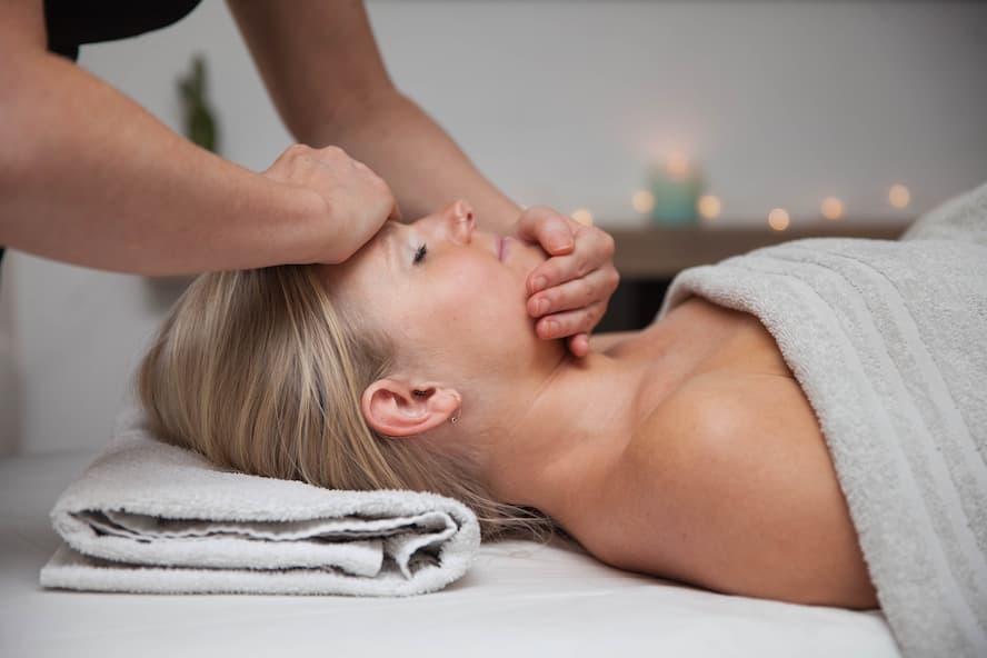 Face massage (1 of 1) (1).jpg